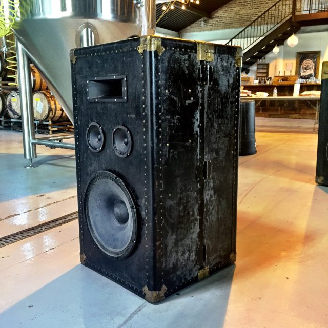 The HiFi Case - Steamer Trunk Speakers DJ Wedding_4185